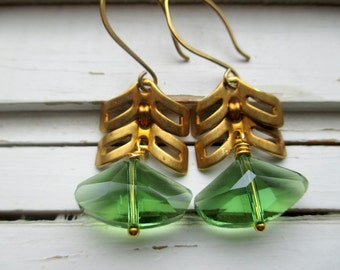 Green Crystal Triangle earrings, bridesmaid earrings, bridal accessory, wedding earrings