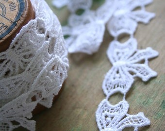 Vintage White Bow LACE - 3 Yards
