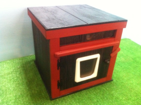 HEATED outdoor CAT HOUSE/2 doors, bed shelter