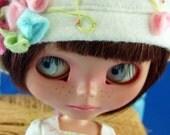 "Blythe ""Kiss Me I am Yours"" Wool Felt Bonnet & Dress Precious Chris Nippyka\t"