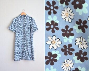 10 DOLLAR SALE! // Mod Floral Shirtdress // Baby Blue - Button-Front Dress - Vintage '90s. Size XL.