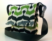 "Hip Bag in gray ""Suuk"". Green, grey black bag. Adjustable strap. Cross Body. Washable. White ballistic nylon lining."