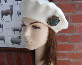 VINTAGE cream wool beret with turquoise purple brooch an irish granny original