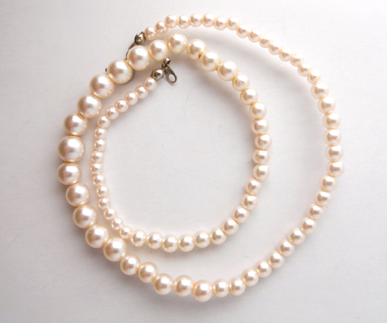 Single Strand Pearl Necklace: WEDDING FAUX PEARLS Single Strand Vintage 1950s Faux Pearl