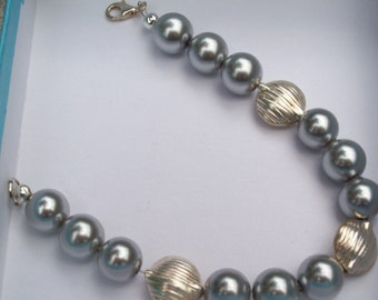 Pearl  Bracelet - Gray and Silver