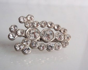 1950's Rhinestone Brooch, Beautiful Diamente Rhinestones, Filigree Silvertone brooch