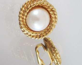Vintage Sarah Coventry Earrings Mother of Pearl Like Round Discs Gold Tone Coiled Rope Surround Signed