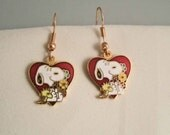 Vintage Springtime Snoopy Woodstock Aviva United Features  Earrings with Snoopy with flowers and Woodstock in a heart earring charms