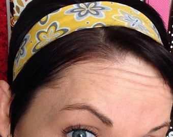 Yellow Stay Put Headband with Grey / White Flowers