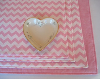 Light Pink Chevron Placemats Set of 4 or 6 Reversible Zig Zag Pink and White Placemats Pink Valentines Placemats Pink Table Decor