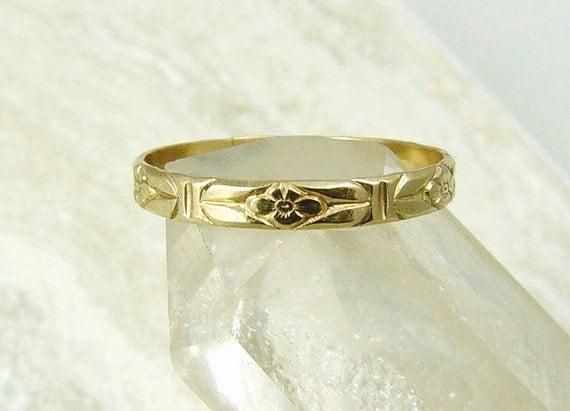 14K Gold Wedding Ring / 14K Gold Floral Band / Gold Wedding Ring / Gold Stacking Ring /