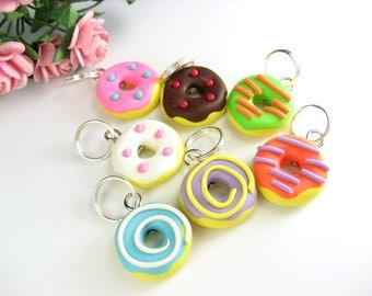 Fun Donut Stitch Markers - set of 7 - knit knitting food charms, food stitch markers polymer clay, donut gift, doughnut charm, colorful cute