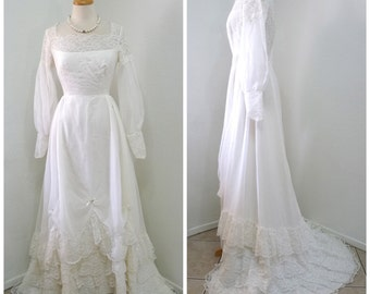 1950s wedding dress Lace Sheer Chiffon White Cahill Ltd. Beverly Hills Ruffled Short Train Bridal gown