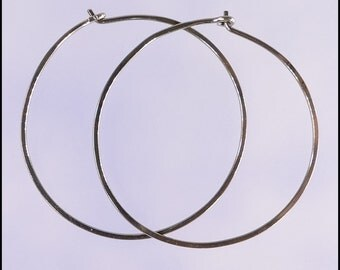 Niobium hoop earrings: Large KISS