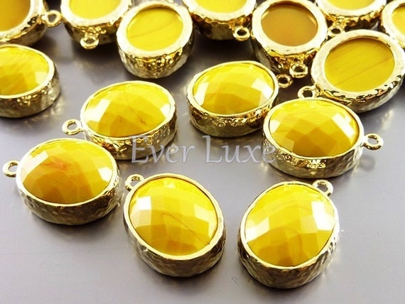 2 mustard yellow faceted oval glass in hammered bezel setting for jewelry making, glass beads 5074G-MU (bright gold, mustard, 2 pieces)