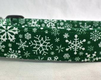 Awesome White Snowflakes on Dark Green Dog Collar Snow