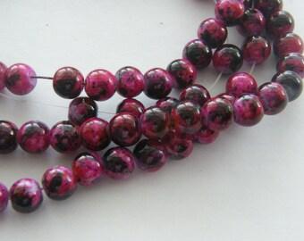 105 Fuchsia and black mottled glass beads B97