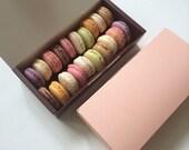 10 Macaron boxes in dark brown / indian pink (hold 20/22)