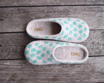 Beige felted wool slippers home shoes wool clogs with emerald green polka dots natural wool eco friendly slippers rubber sole Christmas gift
