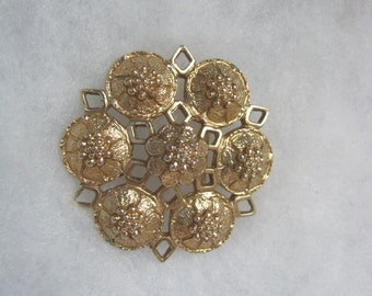 Embossed vintage gold tone FASHION-RITE flower pin brooch by Sarah Coventry