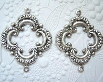 2- Antiqued silver 2 ring venetian quatrefoil connectors - V150