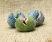 Needle felted easter egg, refillable felted egg, Easter basket, Waldorf toy, Spring Nature table, Easter Decor