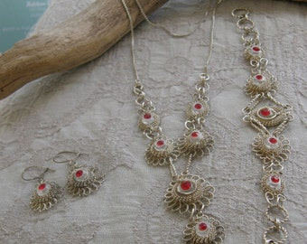 Vintage 1960's full silver wirework Parure with necklace, bracelet and earrings.