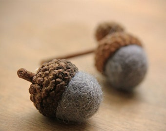 Set of 24 STEEL GREY Wool Felted Acorns - As seen in Southern Living magazine| boho, cottage chic, woodland, rustic