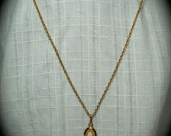 Vintage Gold Filled Cameo Necklace.