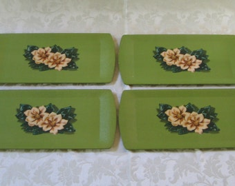Mid Century Serving Trays Green Magnolias Flowers by Kentley Set of 4, Kent Productions USA, Vintage Buffet Lap Trays, Cottage Chic