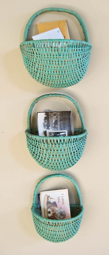 three nesting wicker wall baskets catchall mail plant holders. Black Bedroom Furniture Sets. Home Design Ideas