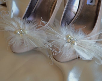 MADE TO ORDER, Feather shoe clips, Ivory Feather Shoe Clips, Champagne feathers, Pearl rhinestone, Shoe Clip, Fascinators,Shoe embellishment