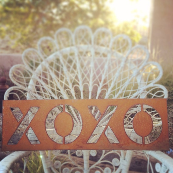 Rusty Metal Xoxo Sign Decor
