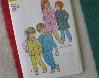 Simplicity Child's Robe and Pyjamas Pattern 5103