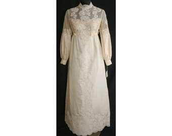 Size 6 Wedding Dress - 1960s Bow-Accented Empire Bridal Gown with Detachable Cathedral Train - Antique Style - NWT - Bust 34 - 31815-1
