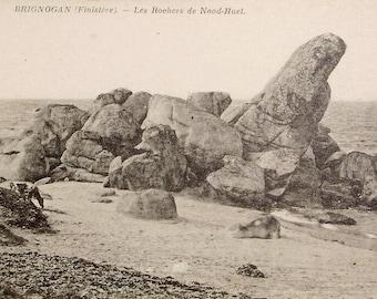 Unused Vintage French Postcard - Naod-Huel Rocks at Brignogan, Finistère, France