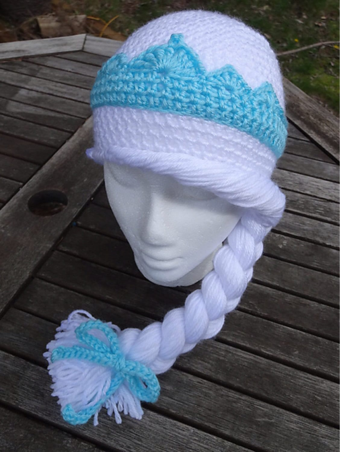 Elsa Frozen crochet hat