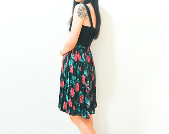 Vintage Floral Pleated Skirt - Red Rose and Green Leaves