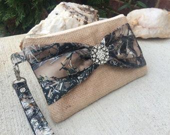 Camo Wedding Bag - burlap Wristlet - Bridesmaids Gifts - Burlap Bags - Burlap Wristlets