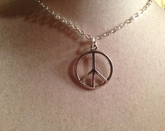 Peace Sign Necklace - Silver Jewelry - Pendant Jewellery - Chain - Fashion - Kitsch - Hipster - Anti War