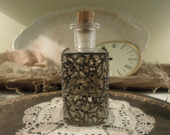 Vintage Glass Decanter / Apothecary Jar and Lid / Perfume Bottle / Vanity Bottle / Rosewater Bottle