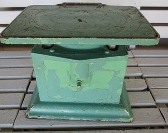 Vintage Cast Iron Bathroom Pedestal Scale