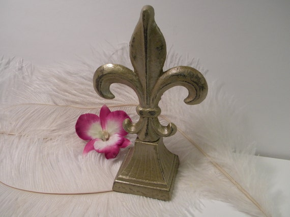 Fleur De Lis Home Accent - French Country  - Paris Apartment Chic - Brushed Gold Distressed - Cast Iron - Hand painted - Book shelf Decor