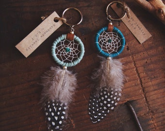 DK-01, Dreamcatcher keyring with guinea feather, recycled yarn,upcycled,native american, color option,hippie,boho