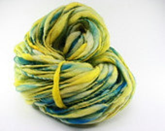 Handspun Thick and Thin Yarn Slub  tts(tm) BFL Hand dyed xminiLR 17c