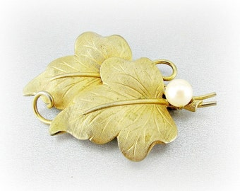 Vintage Gold Leaf Brooch Pin, Cultured Pearl Brooch, Brass Patina Jewelry, Fall Autumn Floral Pin, 1940s Costume Jewelry, Antique Jewelry