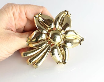 Napier Brooch. Large Gold Flower Brooch vintage 1950s jewelry. Flower power