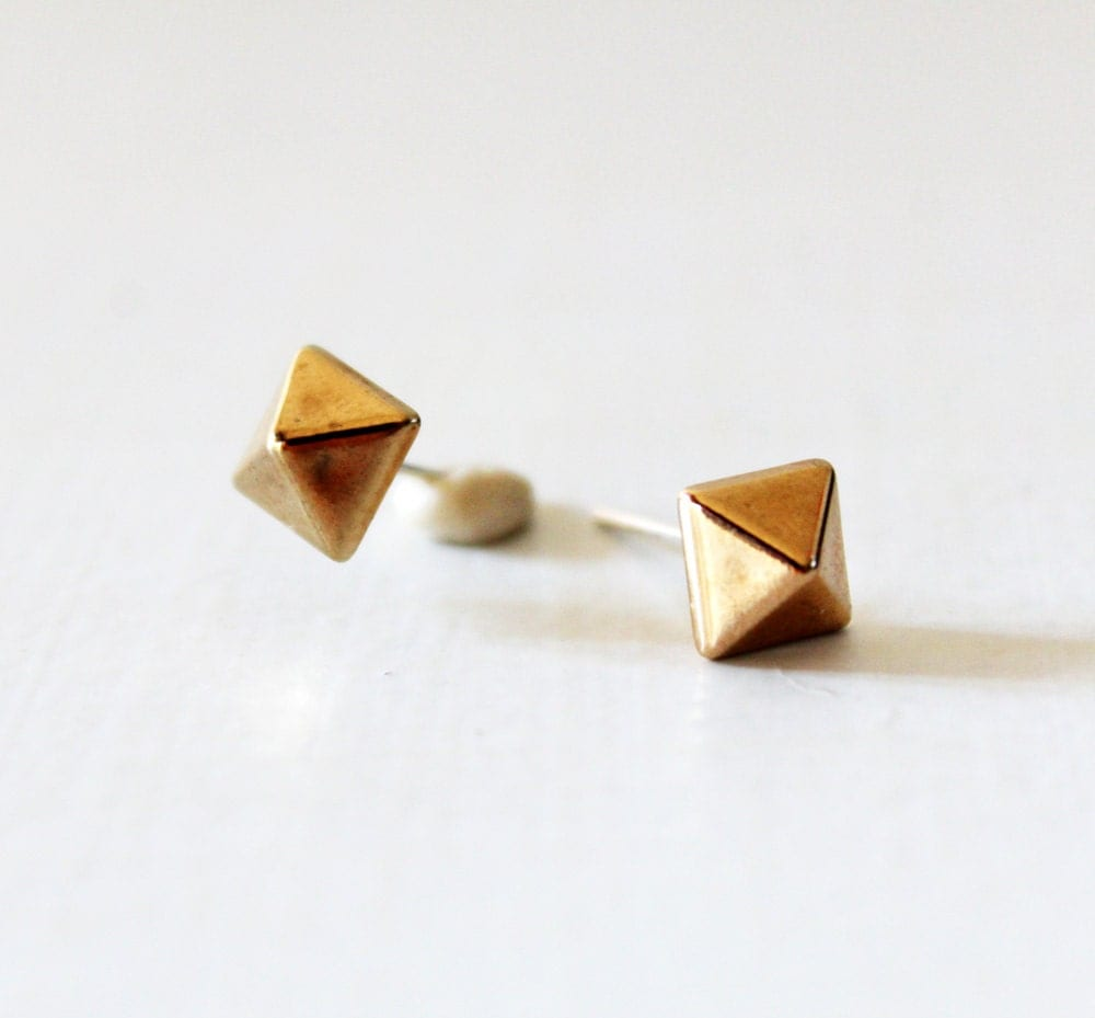 pyramid studs earrings pyramid stud earrings geometric stud earring small gold 1156