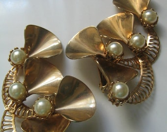 HUGE VINTAGE PEARL Earrings Faux Pearl Runway Extra Large 1950's Retro
