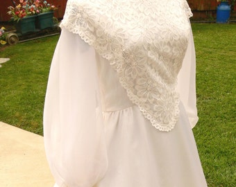 white  long sleeves wedding dress size bust 38  union label with pearls